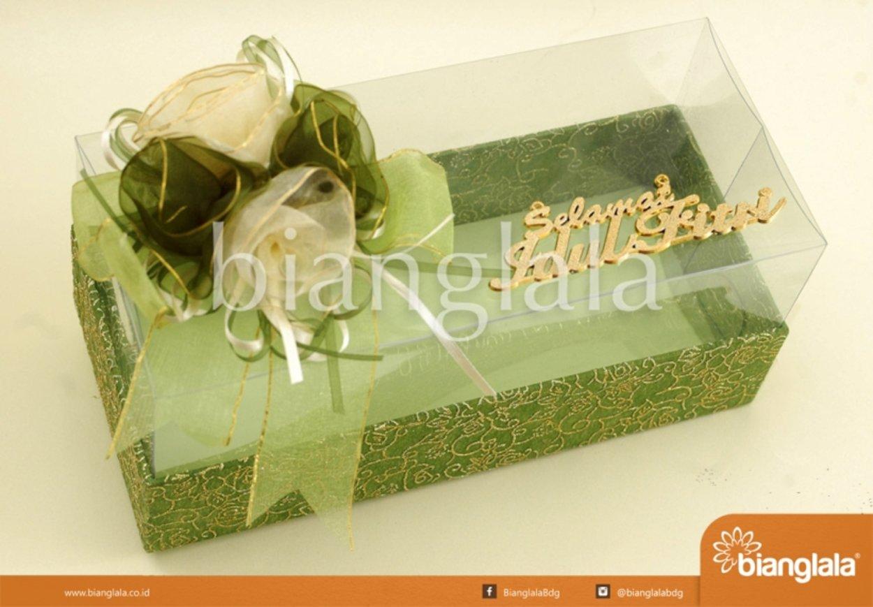 gift box hijau polet emas
