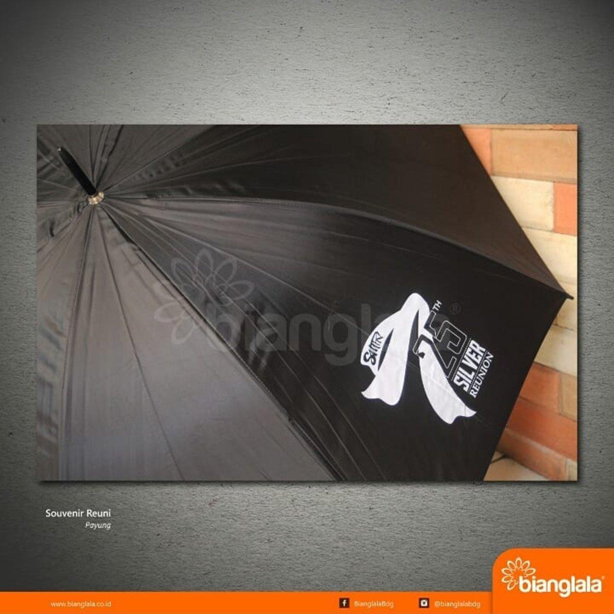 payung reuni hitam
