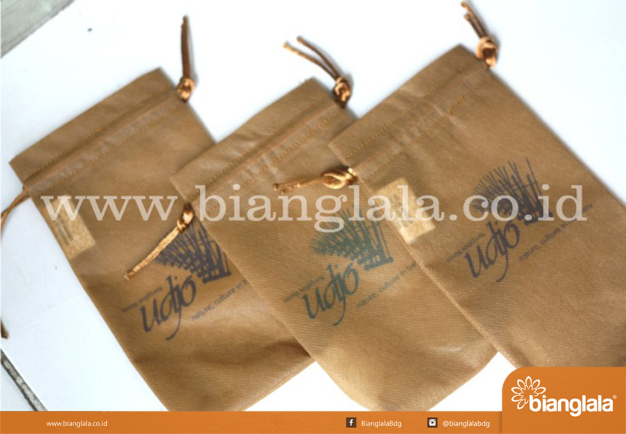 pouch saung udjo2