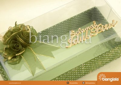 gift box hijau polka dot