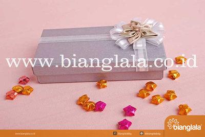 gift box persegi ungu muda